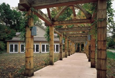 musik-timber-frame-walkway.jpg -